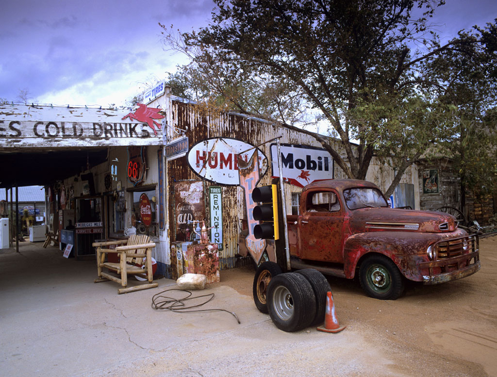 Red truck and garage route 66 for Garage route 66 metz